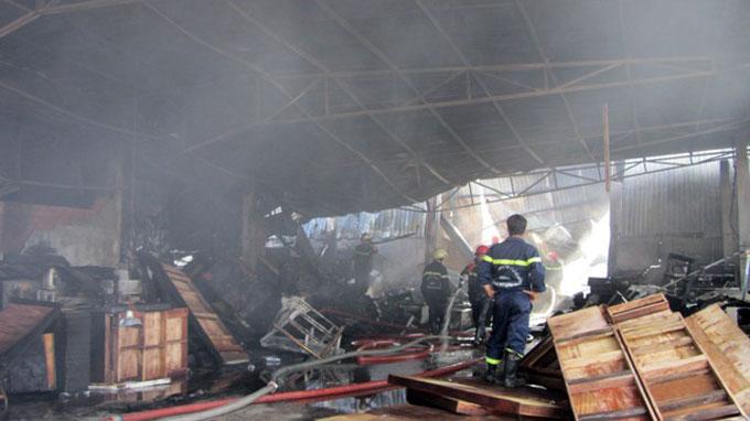 Hỏa hoạn thiêu rụi nhà xưởng rộng 1.000m2